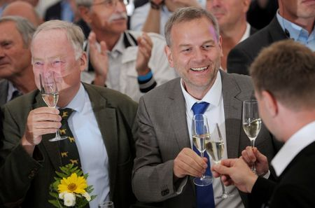 2016-09-04T193532Z_2_LYNXNPEC830PV_RTROPTP_2_GERMANY-ELECTION.JPG.cf