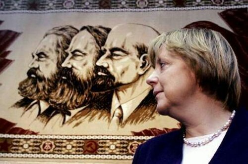 merkel-pose-with-stalin-lenin